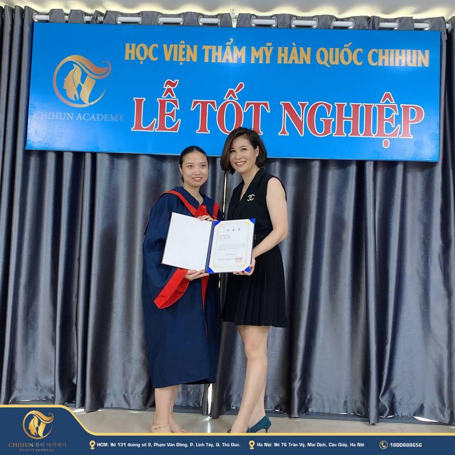 tốt nghiệp khoá học phun xăm thẩm mỹ tại Chihun
